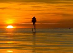 Midnight sun and lighthouse in Lofoten. Photo:Stefan Linnerhag